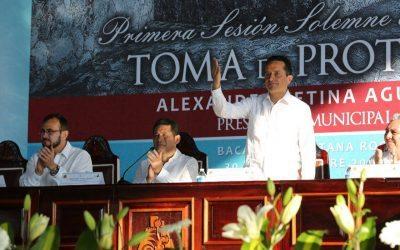 Asiste el Gobernador Carlos Joaquín a la toma de protesta de Alexander Zetina Aguiluz, como alcalde en Bacalar