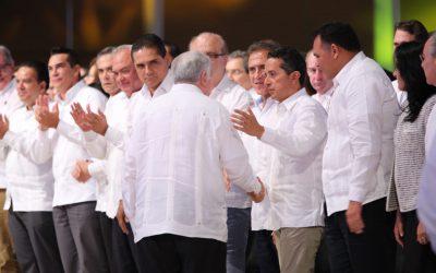 El Gobernador Carlos Joaquín asiste al informe del Gobernador de Tabasco, Arturo Núñez Jiménez