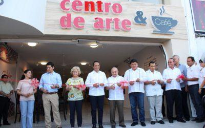 """((FOTOS)) El Gobernador Carlos Joaquín inaugura el Centro de Arte y Café """"Galería de aquí"""", en Chetumal."""