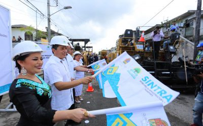((FOTOS)) El Gobernador Carlos Joaquín en el banderazo de inicio de obras de rehabilitación de calles en Cozumel.