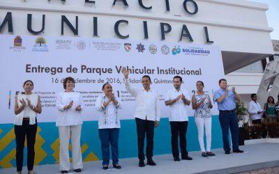 ((VIDEOS)) Mensaje del Gobernador Carlos Joaquín en la entrega de parque vehicular institucional, en Playa del Carmen