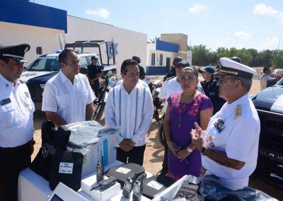 carlos-joaquin-equipamiento-policiaco-en-isla-mujeres-06