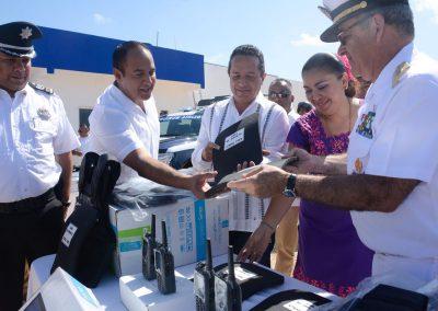 carlos-joaquin-equipamiento-policiaco-en-isla-mujeres-07