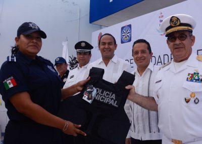 carlos-joaquin-equipamiento-policiaco-en-isla-mujeres-11