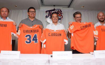 ((FOTOS)) El Gobernador Carlos Joaquín asiste a la conferencia de prensa con nuevos dueños y directiva del Club de Beisbol Tigres de Quintana Roo
