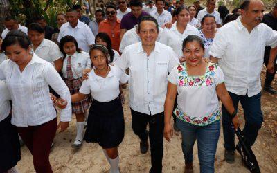 ((FOTOS)) El Gobernador Carlos Joaquín da el banderazo de inicio de la obra de modernización del camino rural Chun Yah-Yodzonot Chico