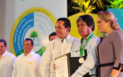Combatir la corrupción es fundamental para consolidar un gobierno transparente, honesto y cercano a la gente: Carlos Joaquín
