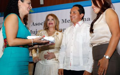 ((FOTOS)) El Gobernador Carlos Joaquín en la toma de protesta a la nueva directiva de AMMJE capítulo Riviera Maya