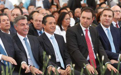 Asiste Carlos Joaquín al V Informe de Gobierno de Miguel Márquez
