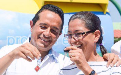 ((FOTOS)) El Gobernador Carlos Joaquín al inaugurar el parque Halcón y en la entrega de parque vehicular en Playa del Carmen