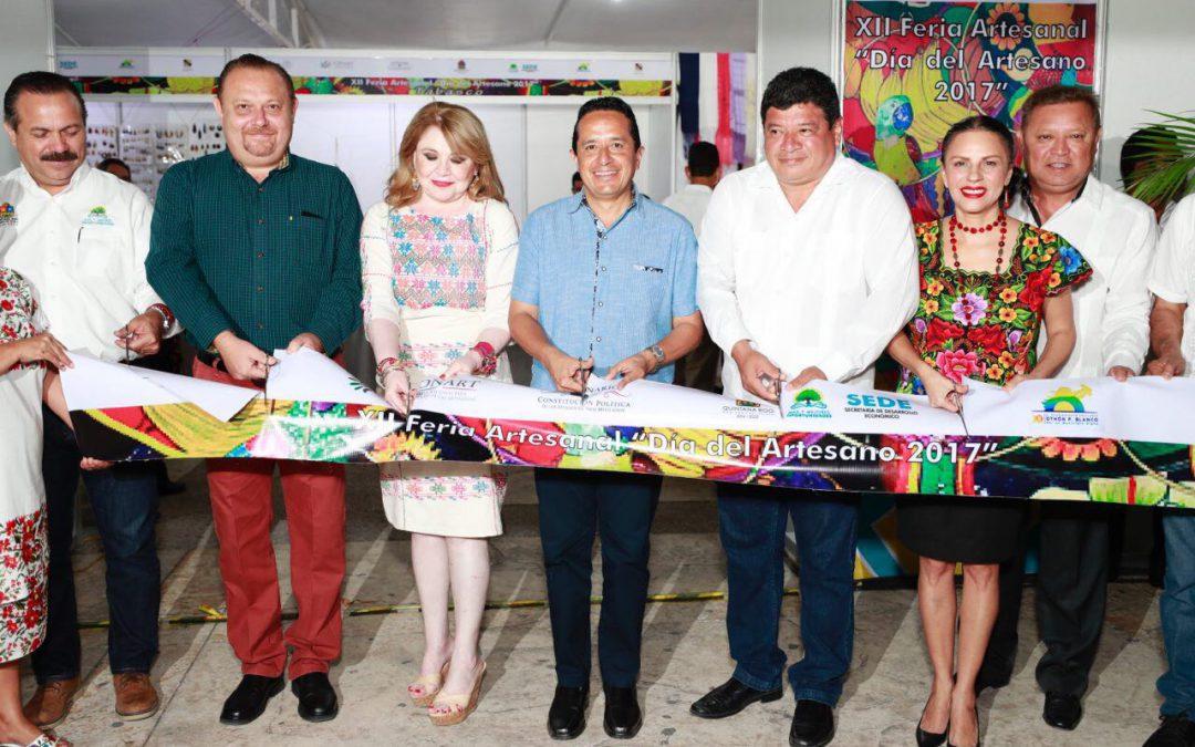 """((VIDEO)) El Gobernador Carlos Joaquín inaugura la XII Feria Artesanal """"Día del Artesano 2017"""" en la Explanada de la Bandera Chetumal"""
