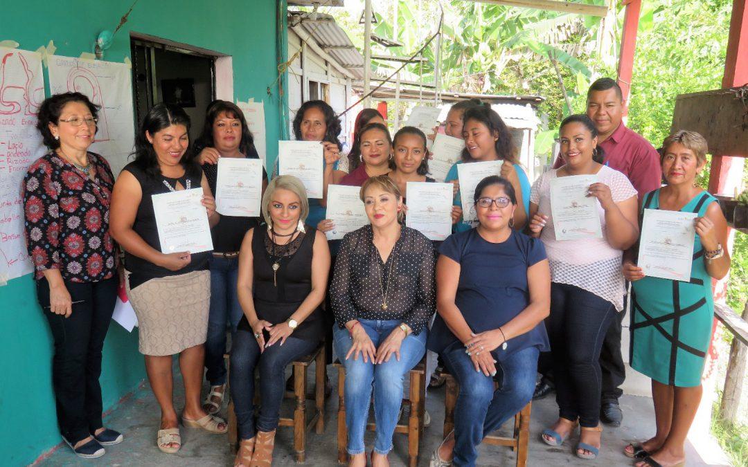 Capacitan a habitantes de la comunidad de Ucum para que tengan más y mejores oportunidades de tener un empleo o autoemplearse