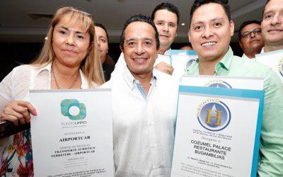 """((FOTOS)) El Gobernador Carlos Joaquin Entrega los distintivos """"H"""", """"M"""", """"S"""" y sellos """"Punto Limpio"""" a empresas turísticas del estado de Quintana Roo"""