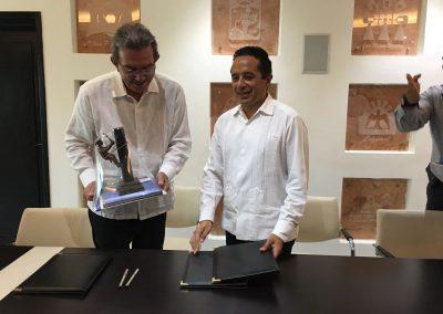 carlos-joaquin-firma-convenio2