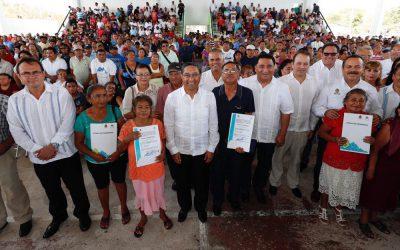 El gobierno de Carlos Joaquín entrega títulos de propiedad que amparan 200 mil metros cuadrados, equivalente a más de 30 canchas de fútbol