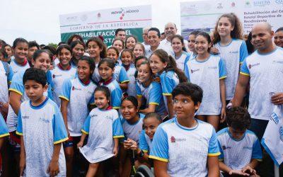 Para que la gente practique deporte se construirán tres nuevos domos deportivos en Cancún: Carlos Joaquín