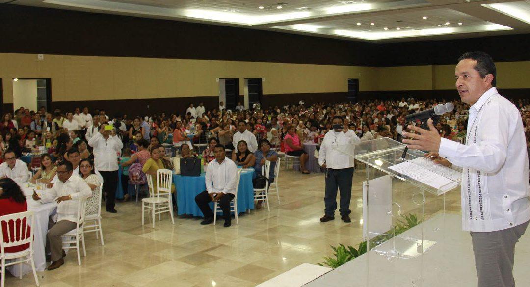 ((VIDEO)) El Gobernador Carlos Joaquín convive con madres trabajadoras del Gobierno con motivo de la celebración del Día de las Madres en Chetumal