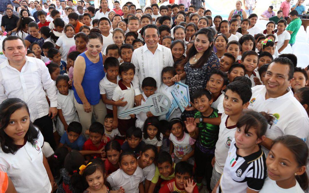 Mejorar la infraestructura educativa es nuestro compromiso y no pararemos: Carlos Joaquín