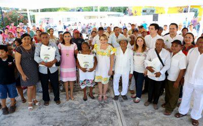 Gaby Rejón de Joaquín recibe de los Dignatarios Mayas el nombramiento de Nojoch Kiik Maya
