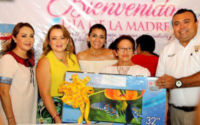 Gaby Rejón de Joaquín reconoce la doble labor de las madres trabajadoras
