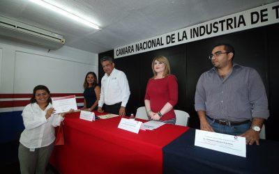 Representa Rosa Elena Lozano al Gobernador Carlos Joaquín, en clausura de Curso de Formación de Instructores en Canacintra-Chetumal