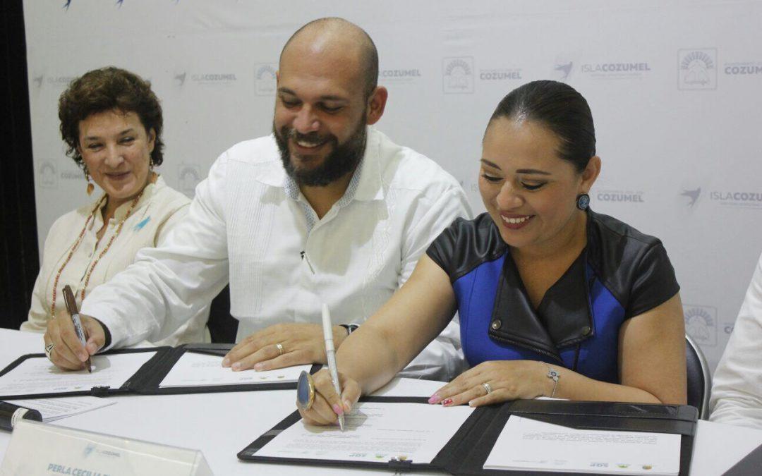 Secretario Rafael del Pozo Dergal firma Acuerdo de Coordinación en la Isla con la presidenta municipal, Perla Tun