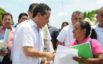 Con la entrega directa de títulos de propiedad a domicilio se combate la corrupción: Carlos Joaquín