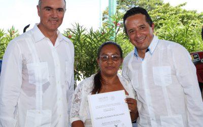 ((FOTOS) El Gobernador Carlos Joaquín entrega incentivos a Productores del Sector Agropecuario de Quintana Roo