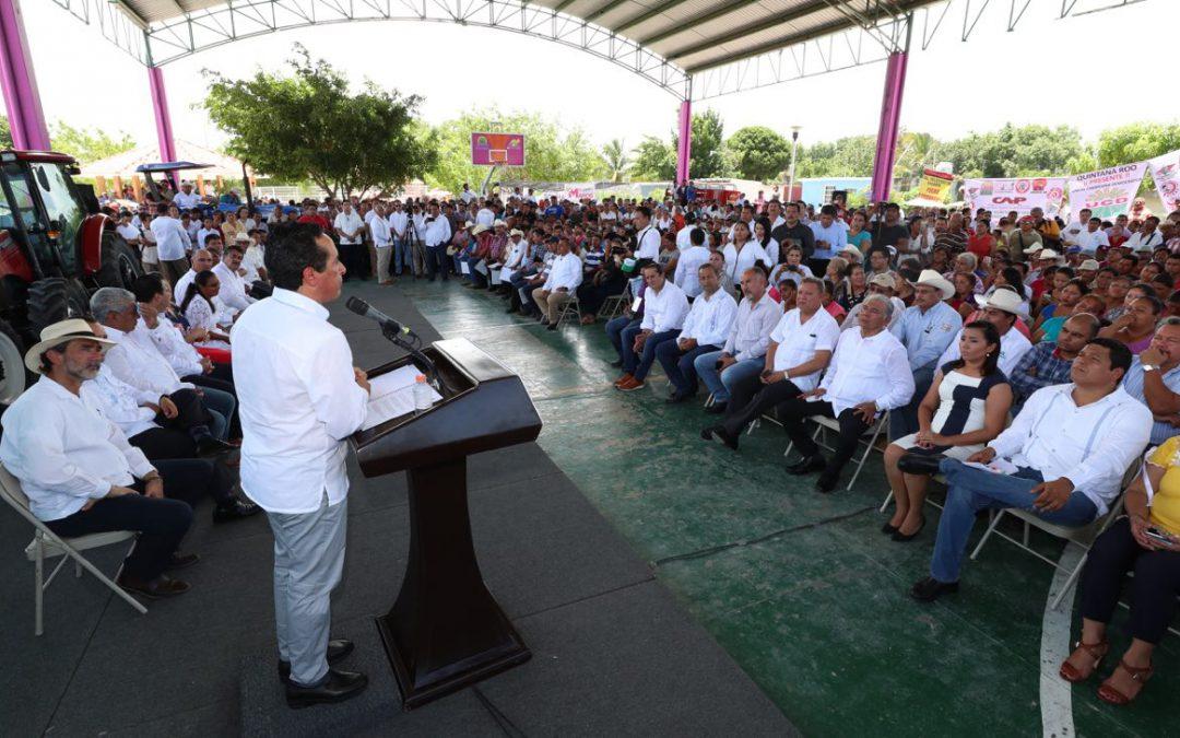 ((VIDEO)) El Gobernador Carlos Joaquín entrega incentivos a Productores del Sector Agropecuario de Quintana Roo