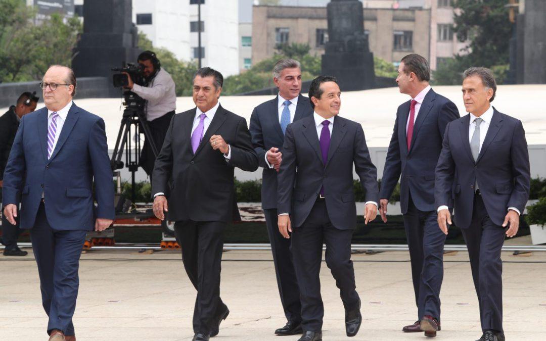 ((FOTOS)) El Gobernador Carlos Joaquín asiste a la celebración del XV Aniversario de la Conferencia Nacional de Gobernadores (CONAGO) e izamiento de banderas de los Estados que la integran, evento que se realiza en la Plaza de la República de la Ciudad de México.