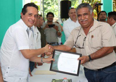carlos-joaquin-petcacab8