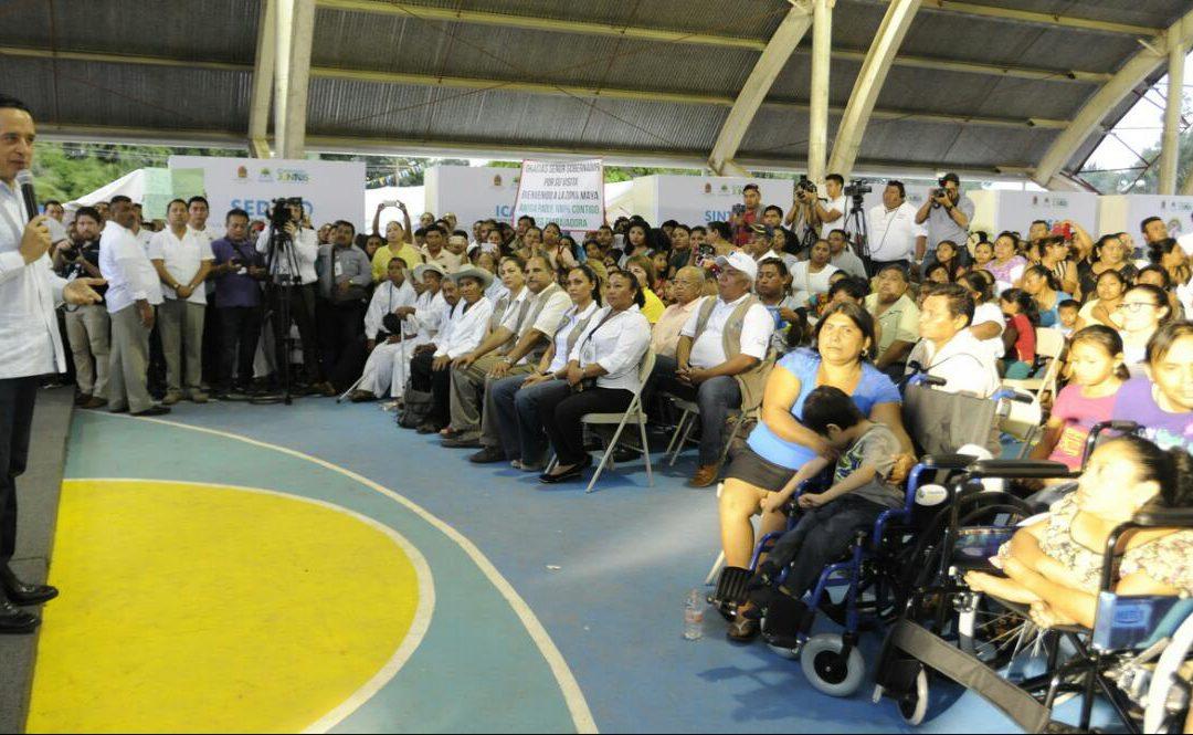Gobierno de Carlos Joaquín acerca servicios públicos a comunidades mayas