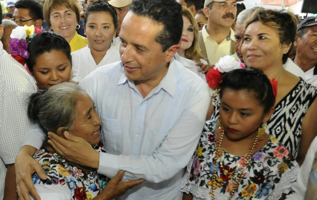 ((FOTOS)) El Gobernador Carlos Joaquín durante la inauguración de la Caravanas Juntos: por Más y Mejores Oportunidades, realizada en la comunidad de Señor, del municipio de Felipe Carrillo Puerto