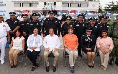 Más equipamiento a la policía para servir y proteger a la gente: Carlos Joaquín