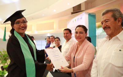 Se gradúan 22 nuevos licenciados en Educación Secundaria del Centro de Actualización del Magisterio