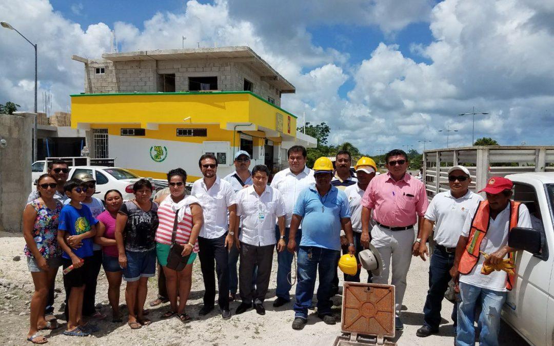 Carlos Joaquín cumple; dota de agua potable a habitantes de Cozumel