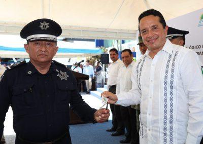 carlos-joaquin-policias3