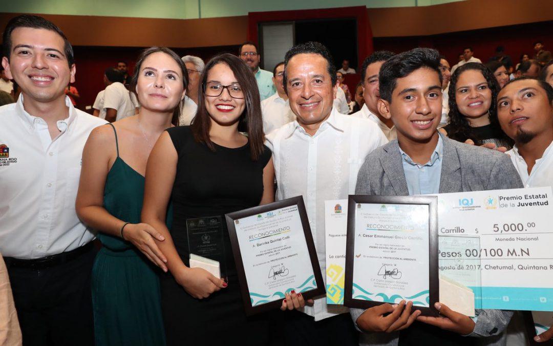 """((FOTOS)) El Gobernador Carlos Joaquín hace entrega del """"Premio Estatal de la Juventud"""" 2017"""