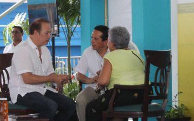 """Sedetus atiende familias de Playa del Carmen en Audiencia Pública """"Platícale al Gobernador"""""""