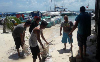 """Remanentes del huracán """"Irma"""" provocan fuertes oleajes en Isla Mujeres y Cozumel"""