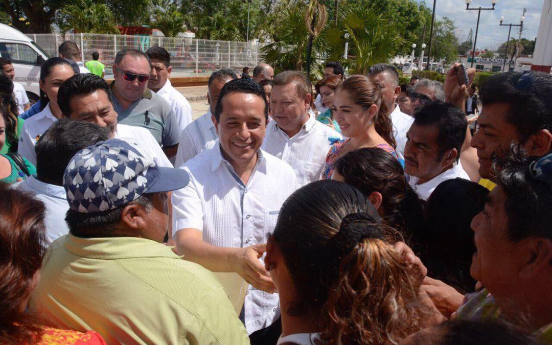 Compromiso cumplido, con más de 2 mil 100 títulos de propiedad entregados: Carlos Joaquín