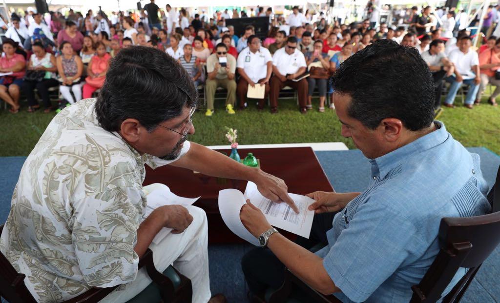 Agradecen en Puerto Morelos cercanía y atención de Carlos Joaquín
