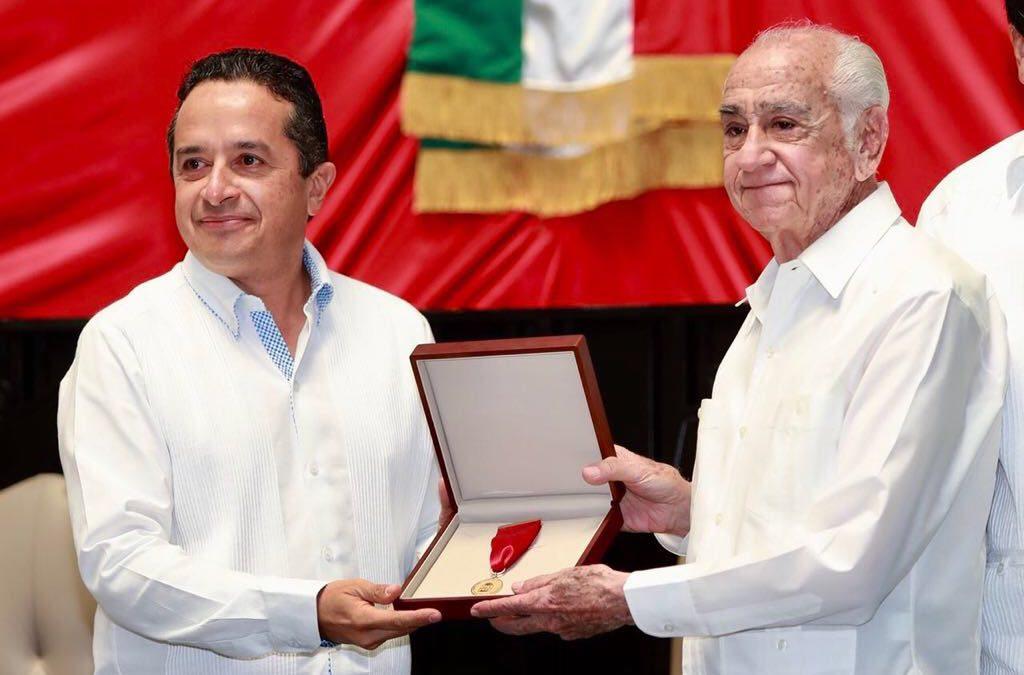 ((VIDEO)) Mensaje del Gobernador Carlos Joaquín en la Sesión Solemne con motivo de la entrega de la Medalla al Mérito Cívico Lic. Andrés Quintana Roo en el Congreso del Estado.