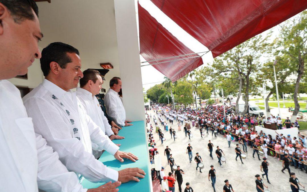 ((FOTOS)) El gobernador Carlos Joaquín preside el desfile conmemorativo del CVII Aniversario de la Revolución Mexicana
