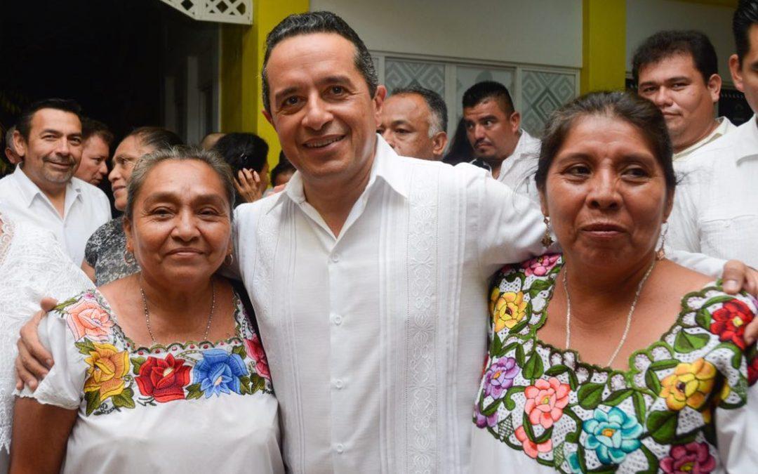 250 agricultoras de traspatio recibieron 20 mil plántulas de chile habanero para obtener hasta 35 toneladas del producto, lo que mejorará su economía familiar: Carlos Joaquín