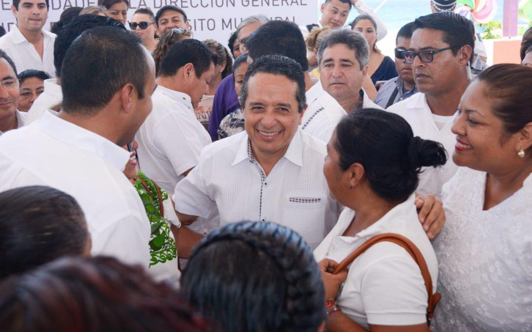Este año, cinco mil burócratas han sido capacitados para que la gente reciba servicios administrativos de calidad: Carlos Joaquín