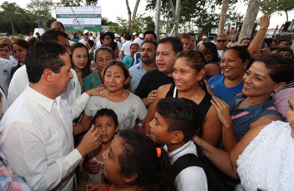 Más y más apoyo a la educación: Carlos Joaquín