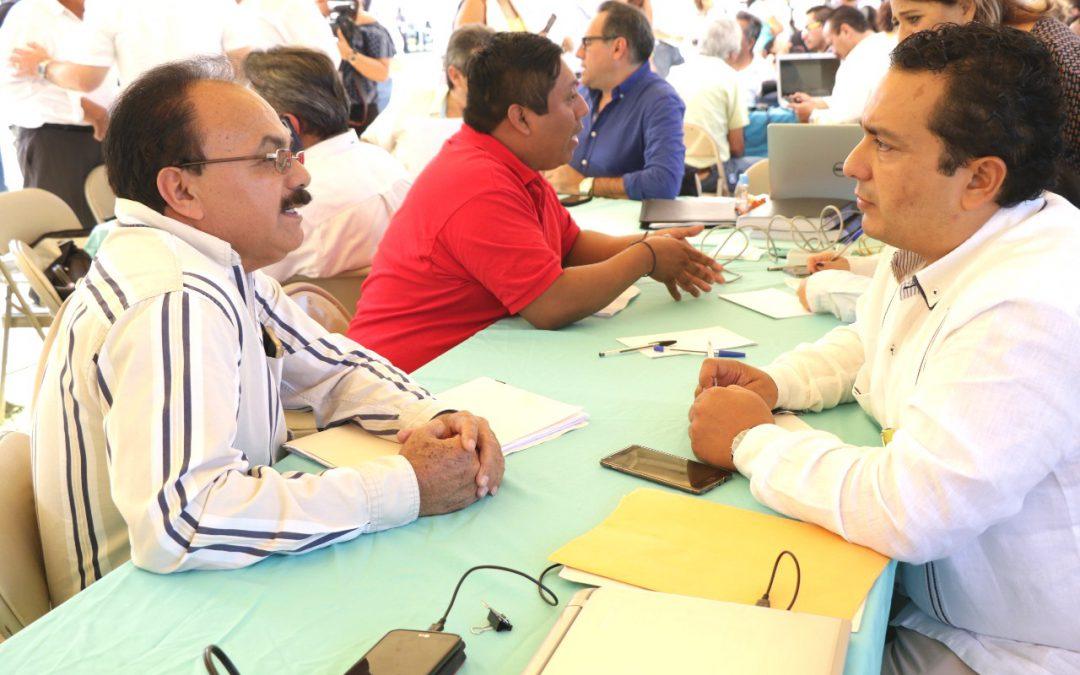 """Oficialía Mayor atiende las necesidades de la gente en """"Platícale al Gobernador desde Isla Mujeres"""""""
