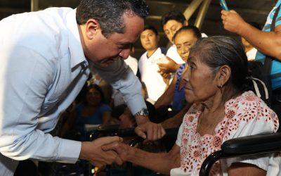 Combatimos la pobreza con mejores servicios de salud en beneficio de más de 79 mil cozumeleños: Carlos Joaquín