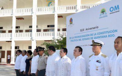 ((FOTOS)) El Gobernador Carlos Joaquín encabeza la Ceremonia de Izamiento de la Bandera del Estado de Quintana Roo con motivo del XLIII Aniversario de la Promulgación de la Constitución Política del Estado